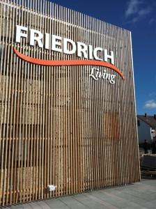 acryloxbuchstaben Friedrich Living 2014b